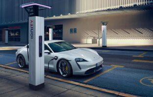 Elektryczne Porsche. Premium Magazine Polska
